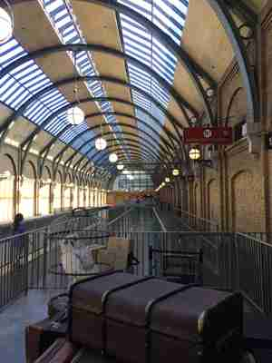 platform 9 3/4 at Harry Potter world